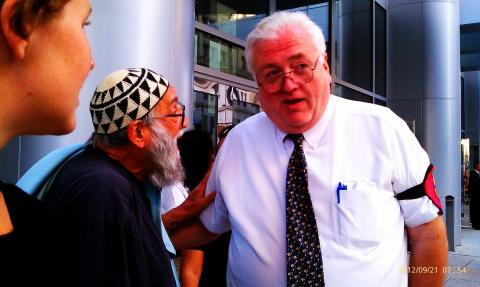 Click photo to expand. Reb Arthur conversing with a policeman at the anti-fracking rally